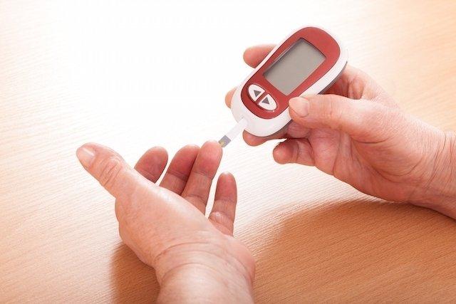 10 sintomas de excesso de açúcar no sangue e como baixar