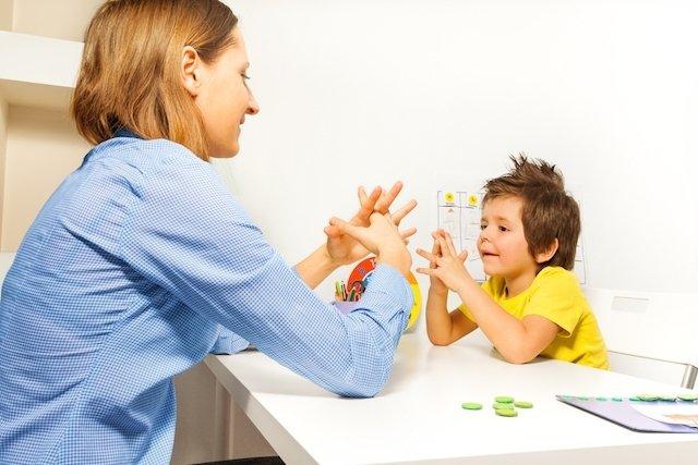 Como é feito o tratamento do autismo
