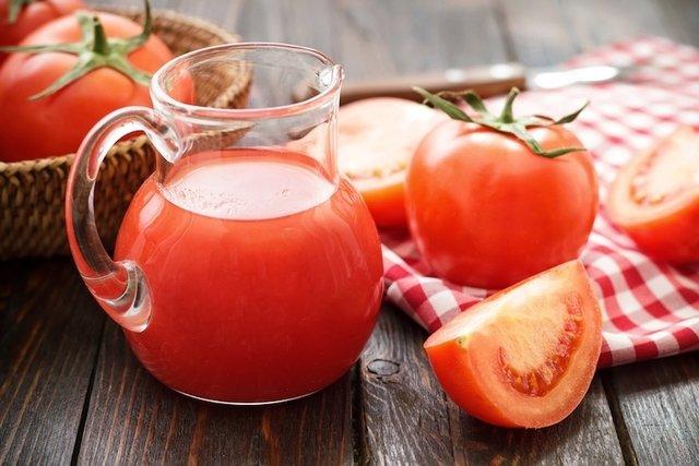 Suco de tomate para distúrbios do fígado