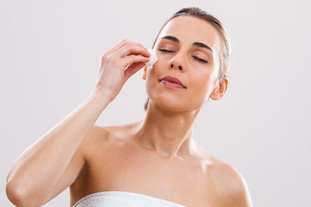 Soro fisiológico no rosto: quais os benefícios e como usar
