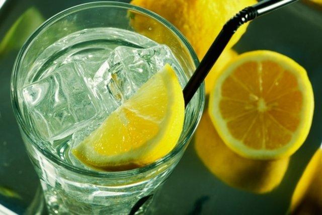 Beber água com limão