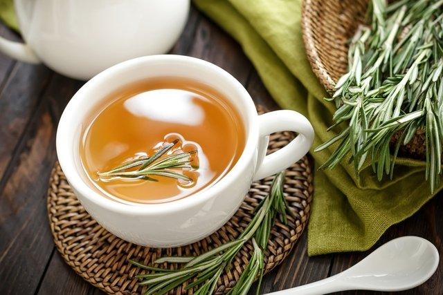 Chá de Alecrim: 10 incríveis benefícios para a saúde (e como fazer ...