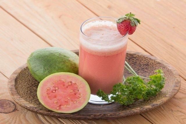 6 benefícios da goiaba para a saúde e como consumir