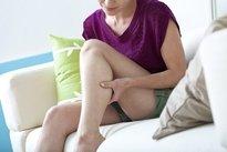 pernas doloridas e desconfortáveis