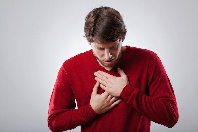O que causa dor no esôfago e o que fazer