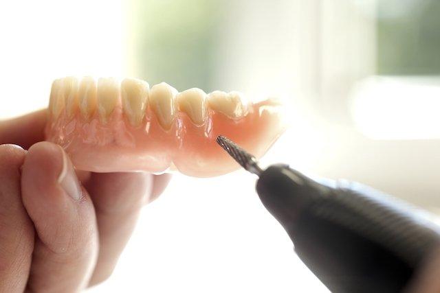 Dentadura sendo feita