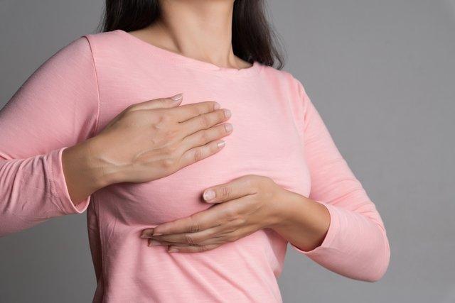 Galactorreia: o que é, causas, sintomas e tratamento