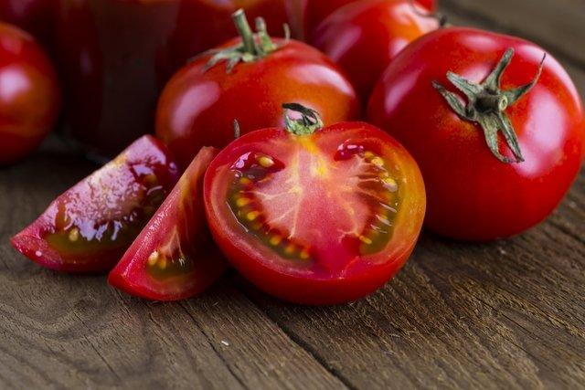 É verdade que semente de tomate faz mal?