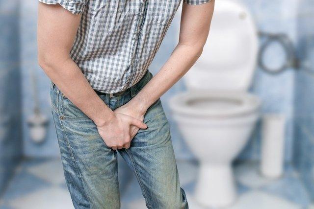 9 principais causas de dor ao urinar e o que fazer