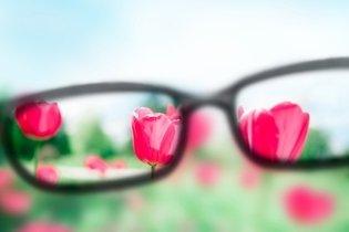 Tratamento da miopia com óculos, para objetos de longe