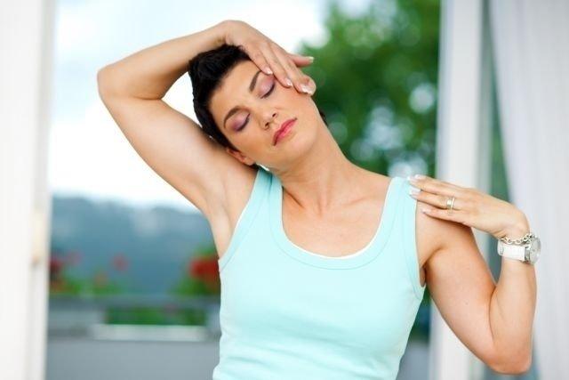 Estalar o pescoço faz mal?