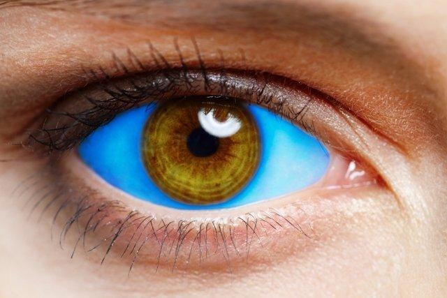 Como é feita a tatuagem no olho